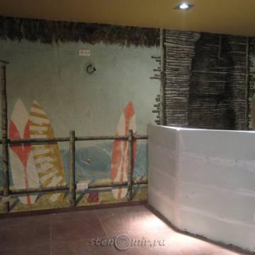 Рисунки на стенах кафе с фактурной штукатуркой