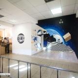 Роспись стен с космосом • школа