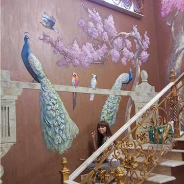 Барельеф на стене и роспись - павлины и сакура / Москва